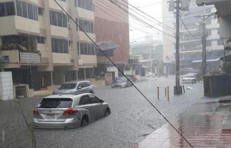 Emiten aviso de prevención por paso de onda tropical N° 37