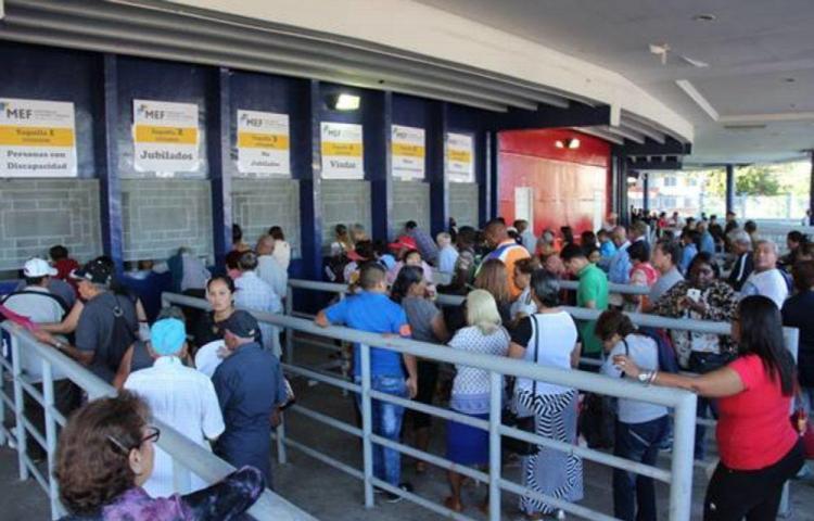 Los comerciantes que hayan aceptado los Cepadem deben registrarse ante el MEF