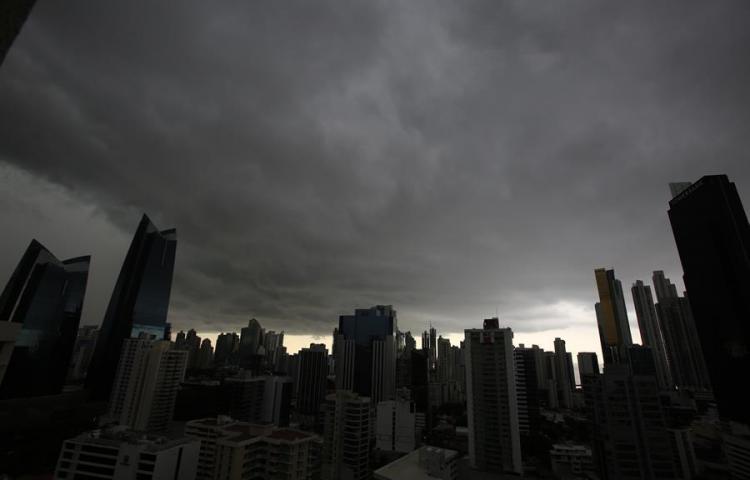 Alerta en Ciudad de Panamá por onda tropical