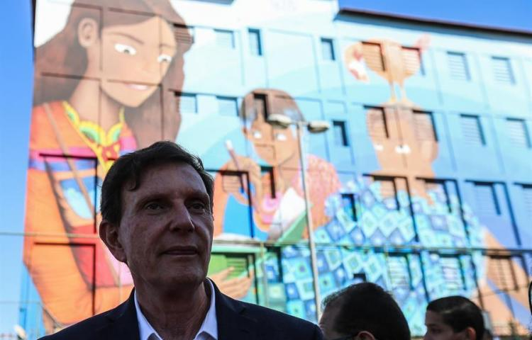El alcalde de Río ordena censurar un libro con personajes homosexuales