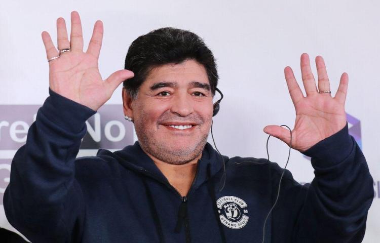 Estudiantes celebra llegada de Maradona