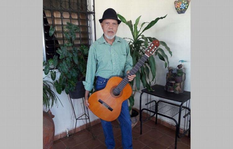 Edwin Silvera: Productor, músico, compositor y escritor.