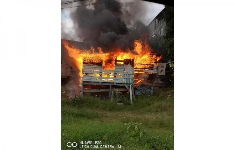 Casa se incendia en San Miguelito