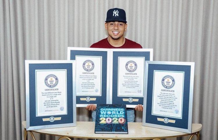 Ozuna suma cuatro récords Guinness a su colección de trofeos