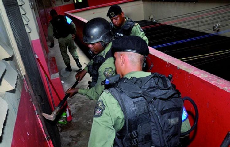 Fuerza Alfa peinó Curundú: 10 detenidos