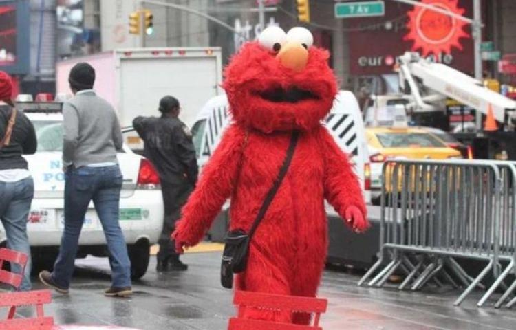 Arrestan a Elmo por manosear una pelaíta