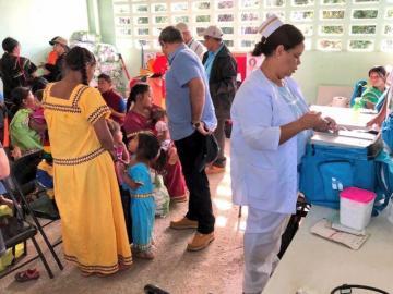 Personal de salud aplica cinco millones de vacunas al año
