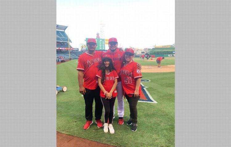 Jaime Barría cumple sueños de sus padres de verlo lanzar en las Grandes Ligas