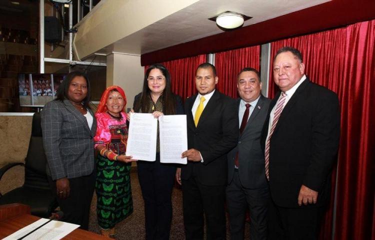 Anteproyecto busca modificar Ley General de Adopciones