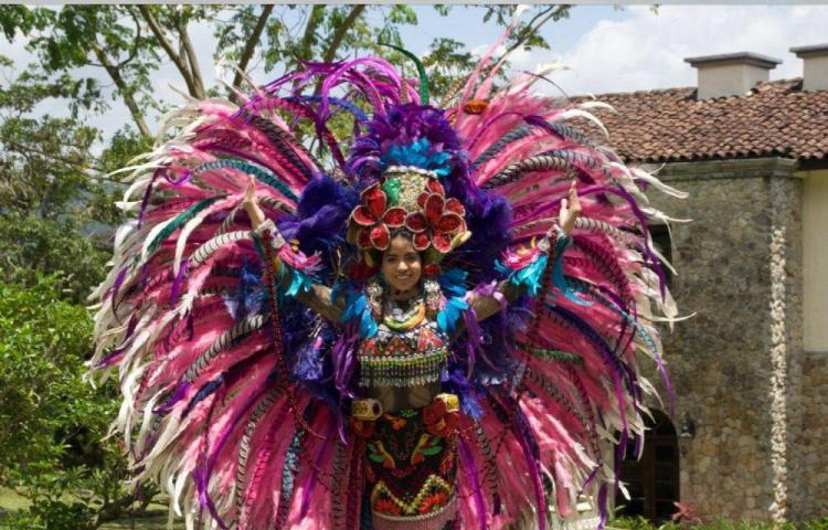 Panameña gana con traje de fantasía en China