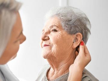 ¿Cuándo debe examinarse su audición?