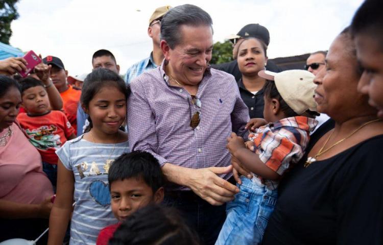 'Amarrémonos los cinturones para poder ayudar a la gente', Cortizo