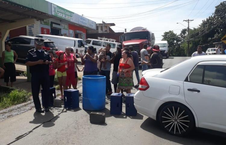 Se tiraron a la calle en Arraiján por estar 20 días sin agua