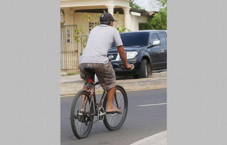 Diputados salvadoreños promueven uso de la bicicleta
