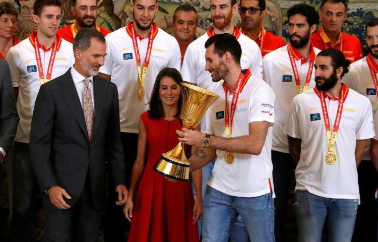 Reyes de España celebran a los campeones