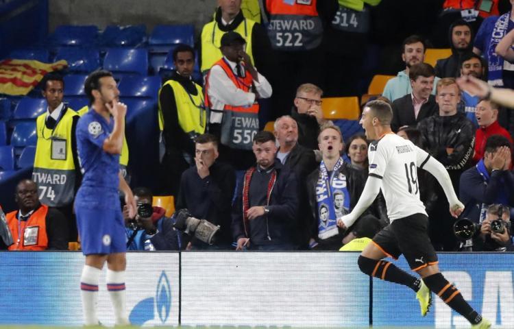 Napoli se impone al monarca Liverpool al iniciar 'Champions'
