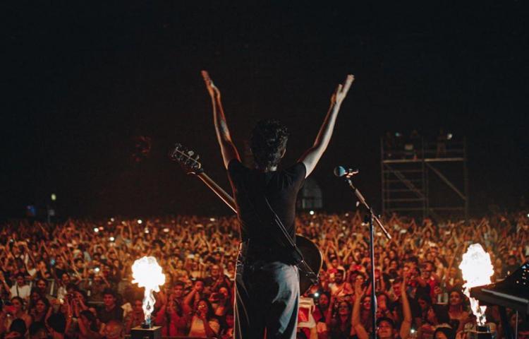 Al ritmo de guitarra y banyo, Morat embrujo a Panamá