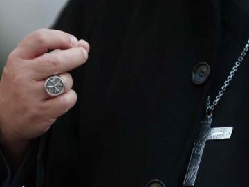 """Arquidiócesis, avergonzada por conductas """"inapropiadas"""" de tres sacerdotes"""