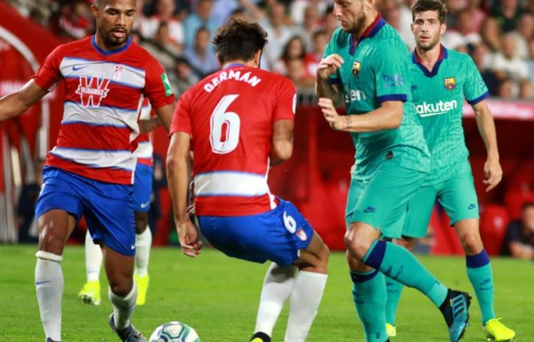Un flojo y decepcionante Barcelona cae ante un Granada que se coloca líder
