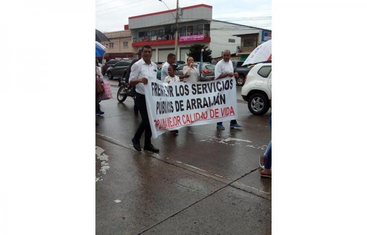 Protestan por falta de agua y constantes apagones en Arraiján