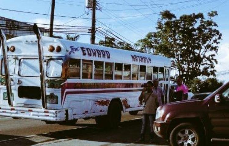 Balacera en bus de Colón deja un muerto y varios heridos