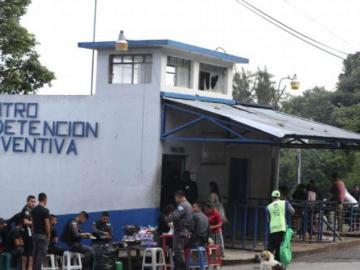 Investigan tremendo parrandón dentro de un centro carcelario de Guatemala