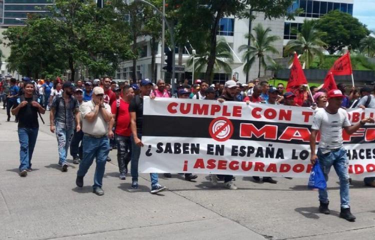 Trabajadores reclaman el pago de fianzas