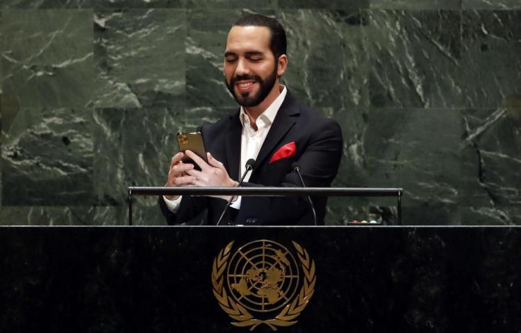 Presidente salvadoreño se saca un selfie al hablar ante ONU