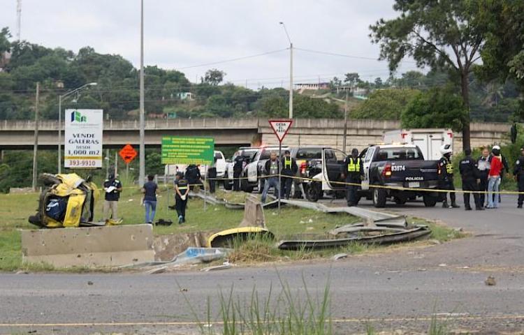 Un muerto y seis heridos tras vuelco en autopista Arraiján - La Chorrera