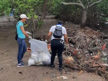 Estudiantes realizan intensa limpieza de playas en Antón