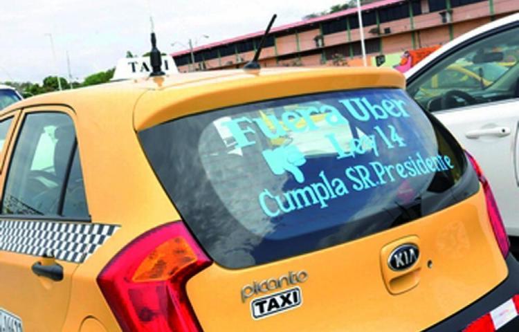 Usuarios prefieren los taxis amarillos