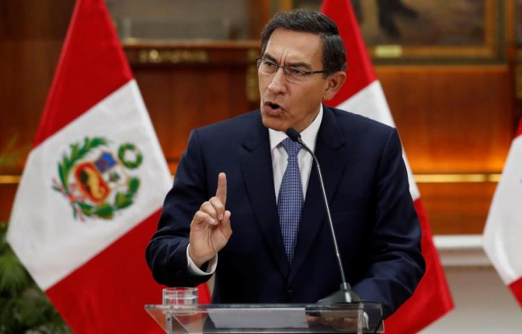 """Congreso de Perú suspende al presidente Vizcarra por """"incapacidad temporal"""""""