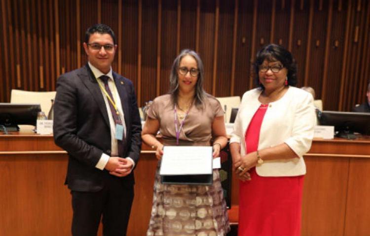 OPS reconoce el trabajo de doctora panameña en el ámbito de la salud