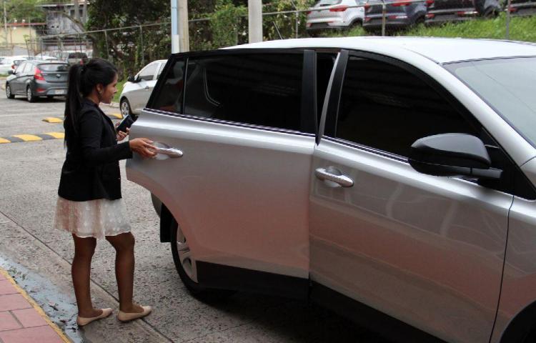 Uber llora por no pago en efectivo, taxistas ríen por el Decreto 331