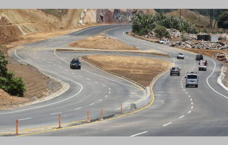 Alerta por derrumbes en una autopista