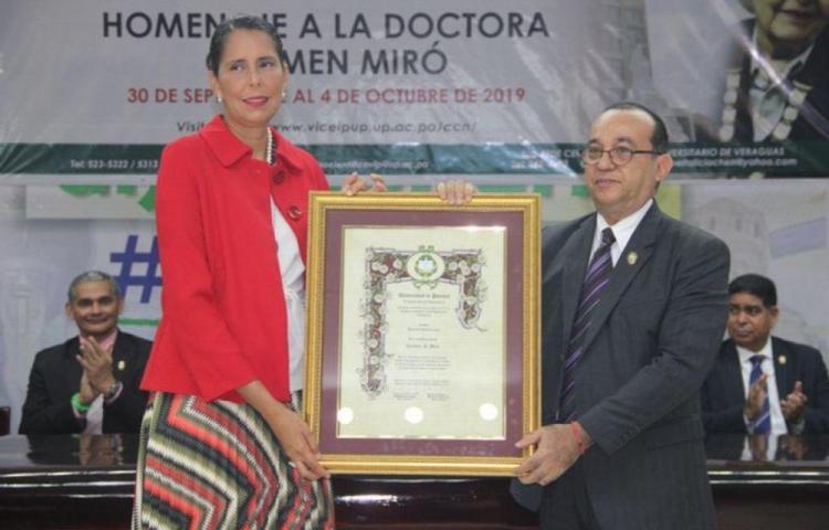 UP condecora a la científica social Carmen Miró