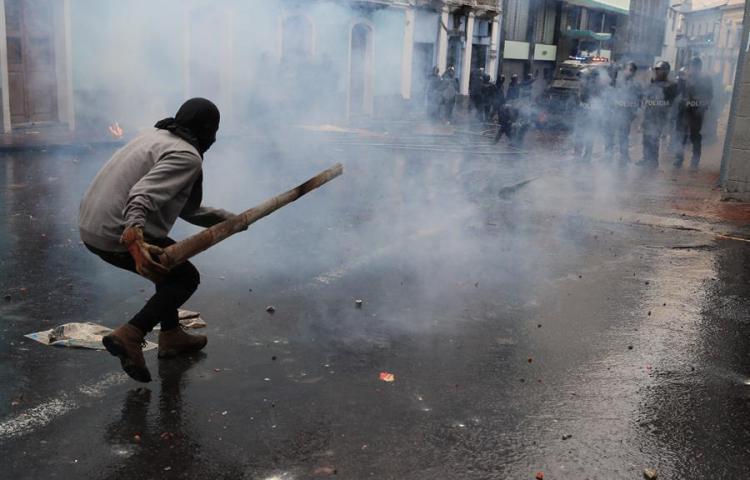 Detenciones en segundo día de protestas en un Ecuador bajo estado excepción