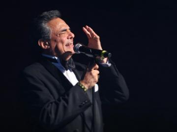 Familiares, amigos y fanáticos acuden en Miami a las honras fúnebres de José José