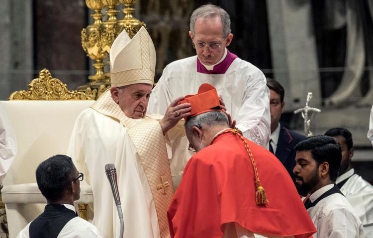 El papa a los cardenales: La deslealtad en la Iglesia es por falta de compasión
