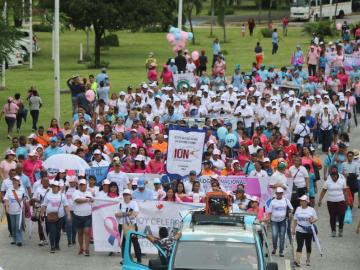 Con caminata conmemoran el mes de la prevención del cáncer de mama y próstata