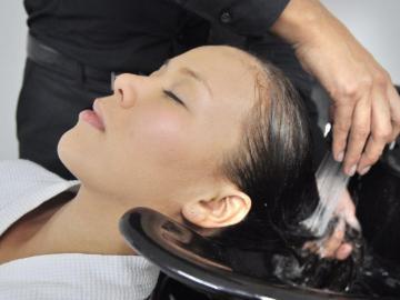 No lavar el cabello también tiene beneficios