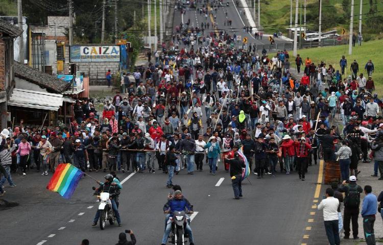 Saqueos y protestas sacuden a Ecuador