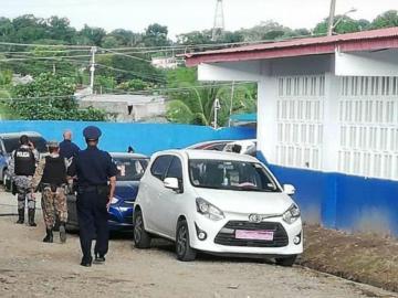 Pistolero uniformado trató de asesinar a un menor en una escuela