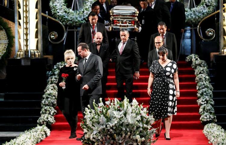 México dice finalmente adiós al legendario cantante José José