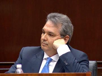 Alfredo Castillero responde a cuestionario en el Pleno de la AN