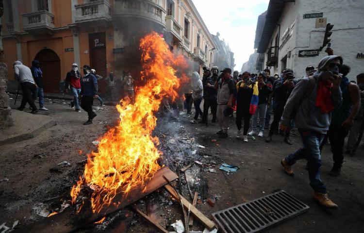 800 detenidos en protestas contra el alza de combustibles