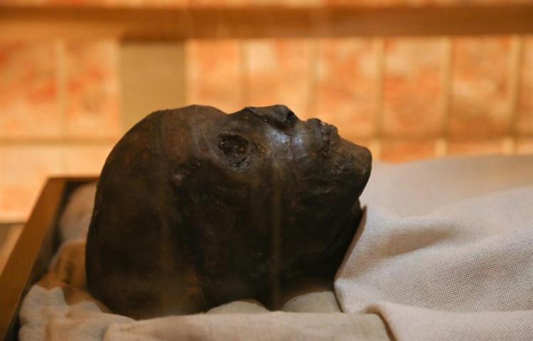 Exhiben momia del rey Tutankamón en Egipto