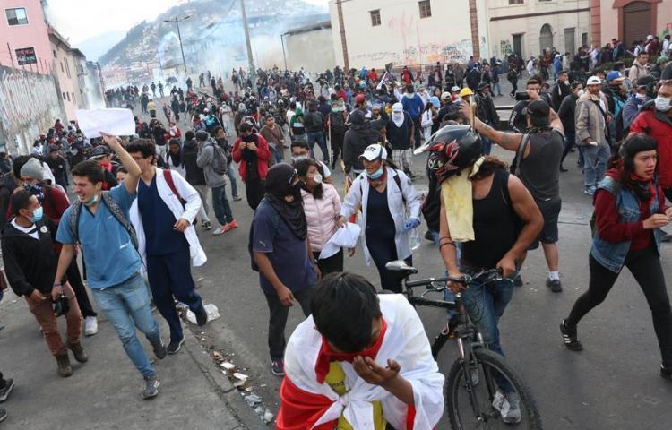 Manifestantes indígenas retienen a 4 policías en Casa de la Cultura de Quito