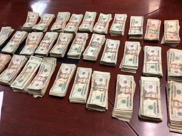 Iba forrado en dinero en una camioneta por la provincia de Colón
