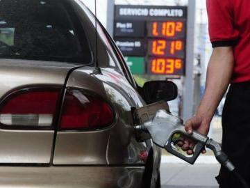Precio de gasolina de 95 octanos se mantiene y el del diésel bajará